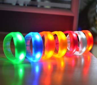LED Disco Armband | Muziek activerende LED Armband | Sound Control ...