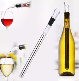 RVS IJs Wijn Stick   Wijnkoeler 2 in 1   IceStick Koelstaaf   Wine Chiller inclusief Schenktuit   in mooie Geschenkverpakking