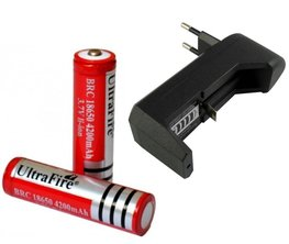 2x UltraFire Oplaadbare 18650 3.7V 4200 mAh Batterijen + Batterij Oplader | 2x UltraFire 18650 Batterij plus 18650 Oplader | Rechargeable Lithium Battery